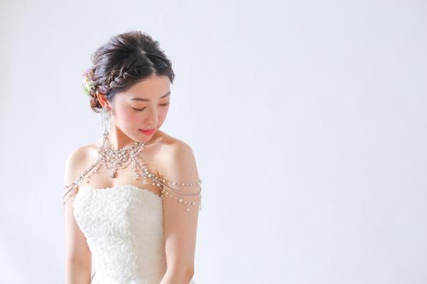 ドレスが決まったら、次はアクセサリーやヘッドドレス選び。 アイテムひとつで印象が変わるのでコーディネートの鍵を握っていると言っても過言ではありません!