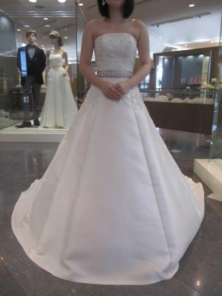 ウエディングドレスはイサムモリタの新作ドレスで決まり!!!!