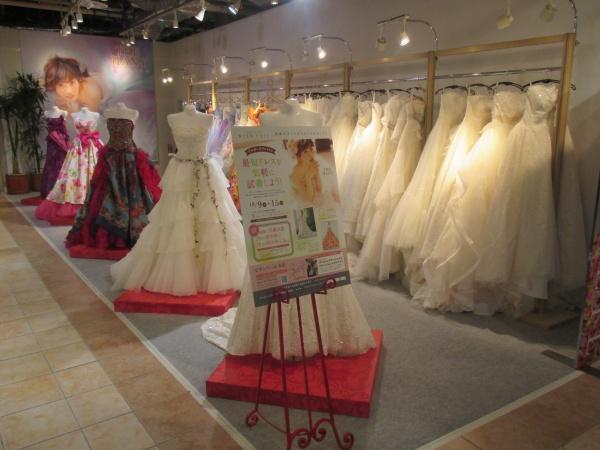 新潟万代シティのビルボードプレイスで花嫁衣裳の展示会開催中★
