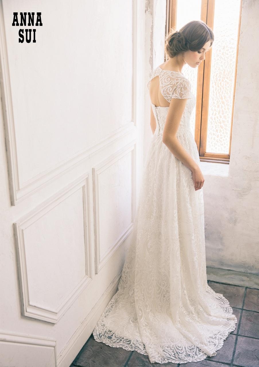色鮮やかにリッチに彩るニューヨーク発のANNA SUIウエディングドレス入荷!
