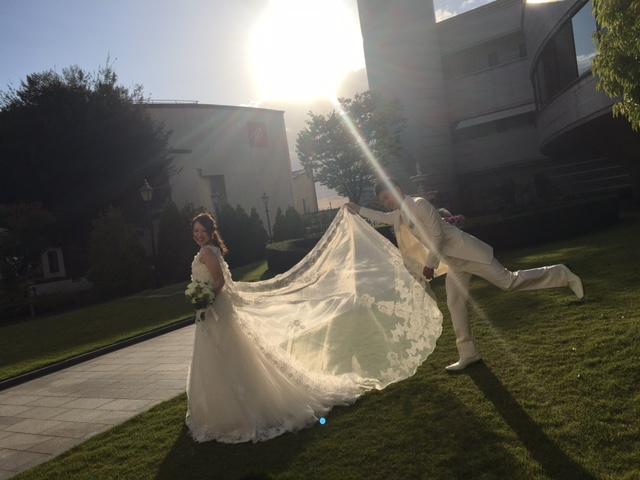 """【前撮りシーンを大公開♥】ウェディングドレスはロケーション撮影にぴったりな""""ゆるふわヘア""""で♥"""