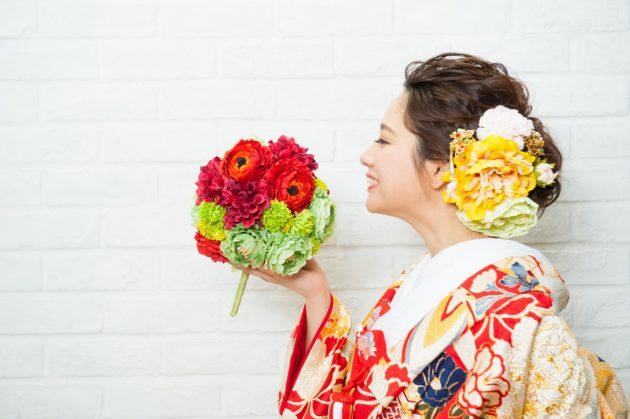 【かわいい&カッコイイ】結婚式や成人式にオススメ!髪飾りの選び方♪