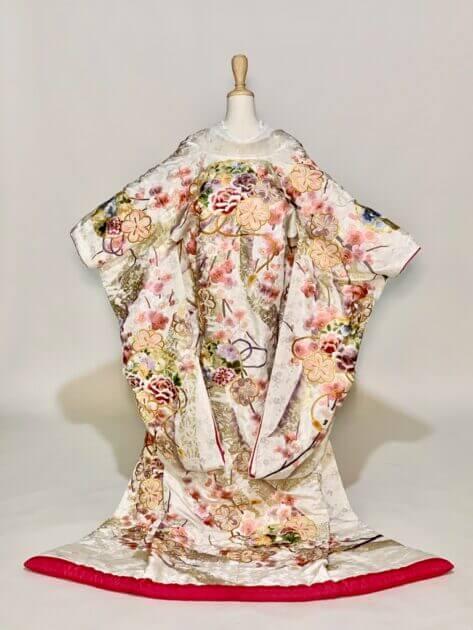 結婚式が決まったら・・どんな着物が着たいですか??花嫁和装~白地 色打掛~