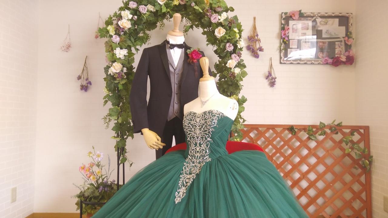 """""""切ないほどに美しい""""オシャレプレ花嫁に大人気のイサムモリタが贈るのグリーンドレス"""