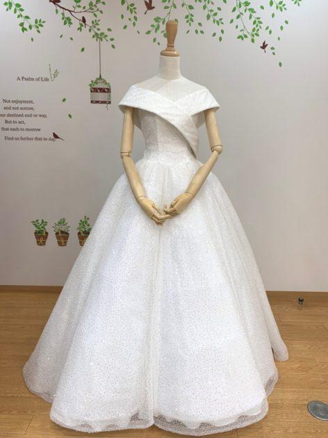 クリスタルの煌めきでキラッキラ☆エレガントで華やかなウェディングドレスをご紹介します♪