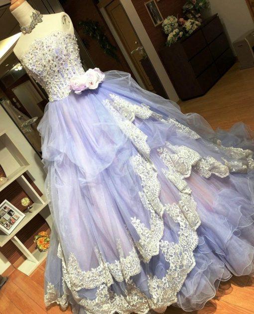 上品でエレガントだけど、華やかさもある、とっておきのラベンダー色のカラードレス
