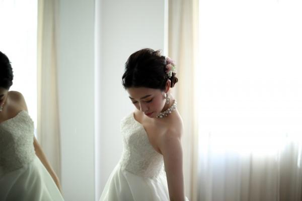 【ママ花嫁も安心!】個室のゆったり空間での試着・お打合せができます。試着はまずビアンベール三条店へ!