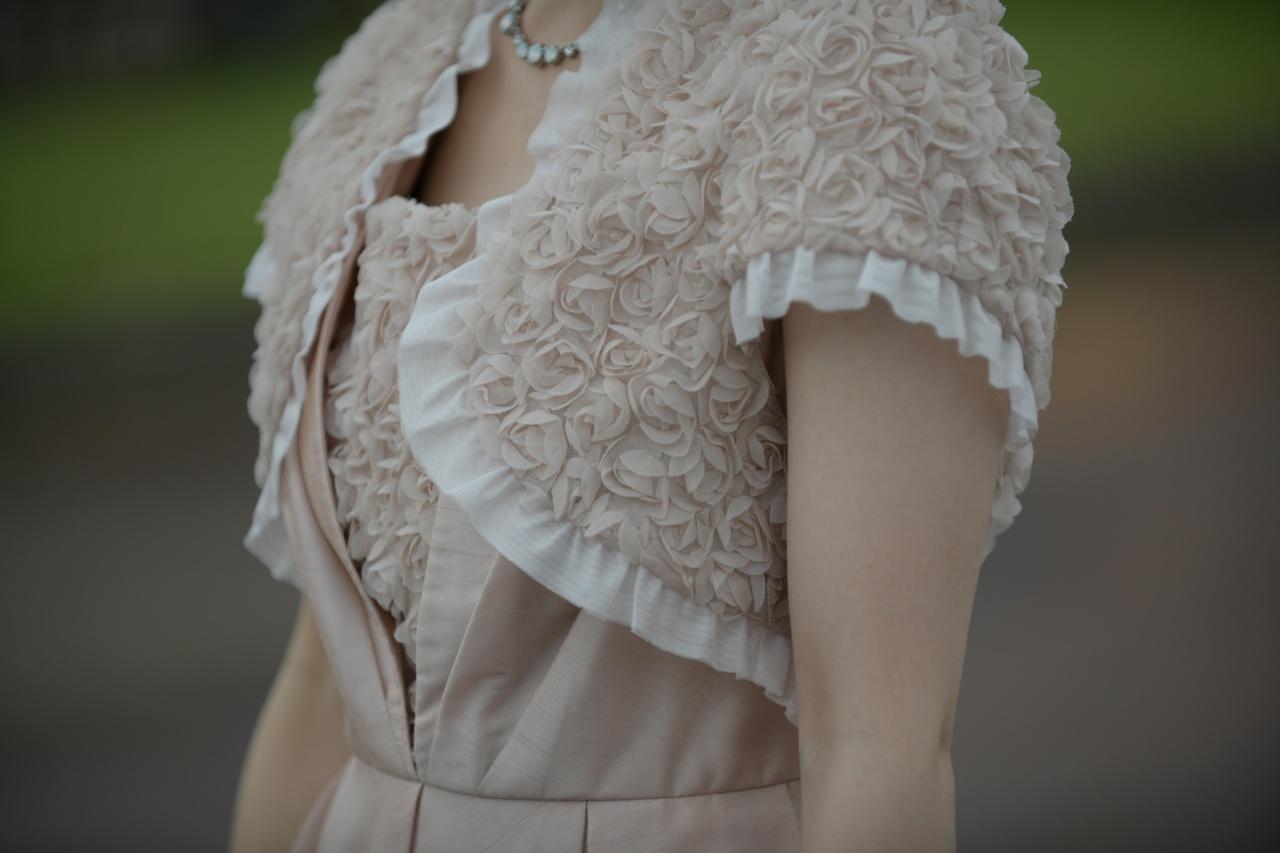 冬のお呼ばれにピッタリ!暖色系のゲストドレスで可愛く♡