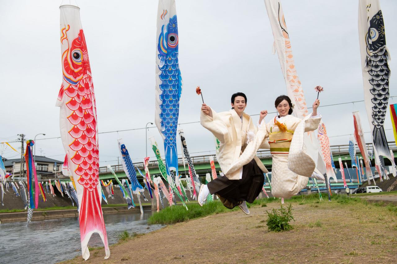 【新潟のおすすめウエディングフォト】加茂川の鯉のぼり ロケーションフォト♪