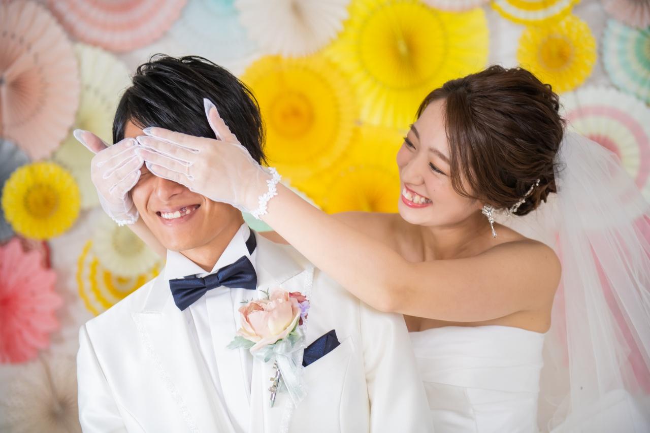 結婚式では着ない衣裳で写真撮り!結婚式に出席できないご家族にもお披露目できます