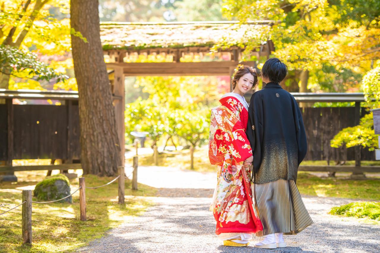 【秋限定】打掛姿が映える紅葉のロケーションでフォトウエディング