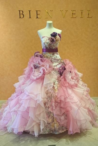 ウノ エ レトワールの新作ドレス、ブルーとピンクが入荷しました!