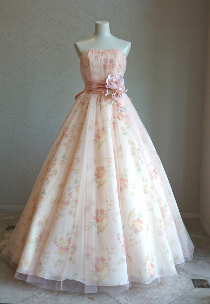新作入荷!世界から愛されている英国ブランドとドレスメーカーがコラボレーション「ローラ アシュレイ ブライダル」