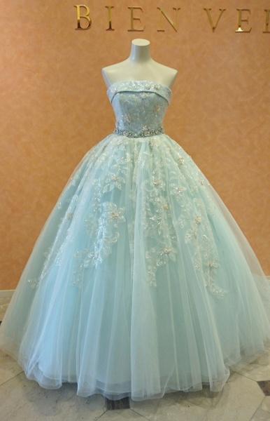 新作ドレスが入荷!プリンセスラインにビジューベルトがポイントのブルーグリーンドレス