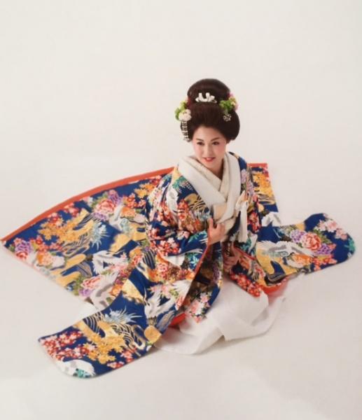 艶やかで雅な花嫁和装 【伝統と自分らしさを取り入れて】 嫁ぐ日のきものをイメージしてみませんか?