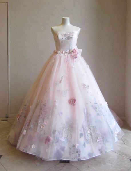 新作ドレス登場!可愛い・大人っぽい・シンプルと色んな組み合わせで楽しめるカラードレスが入荷