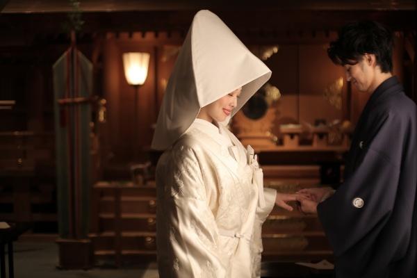 白無垢 綿帽子 神前結婚式 おごそか 新郎紋付き袴