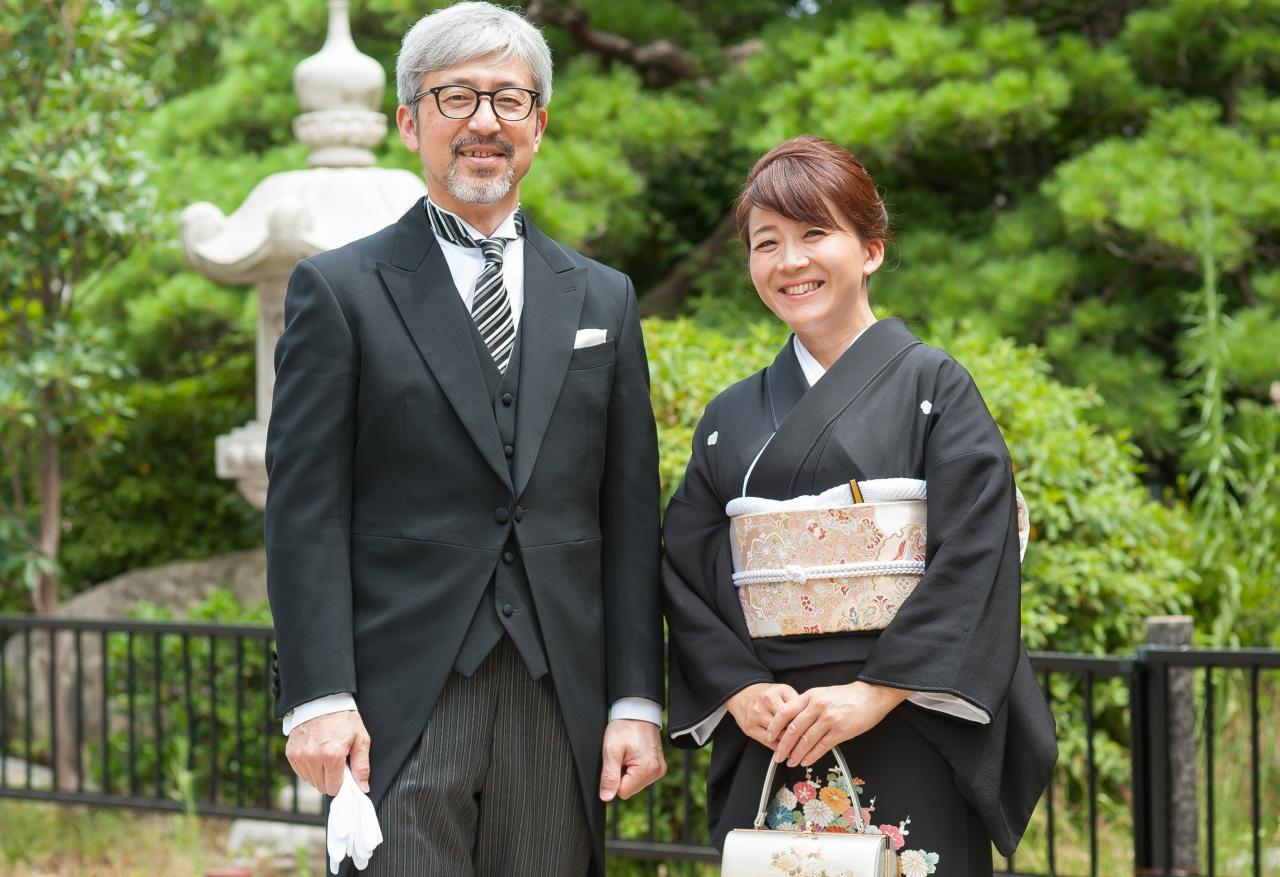 結婚式でのお父様お母様の服装マナーをご紹介!