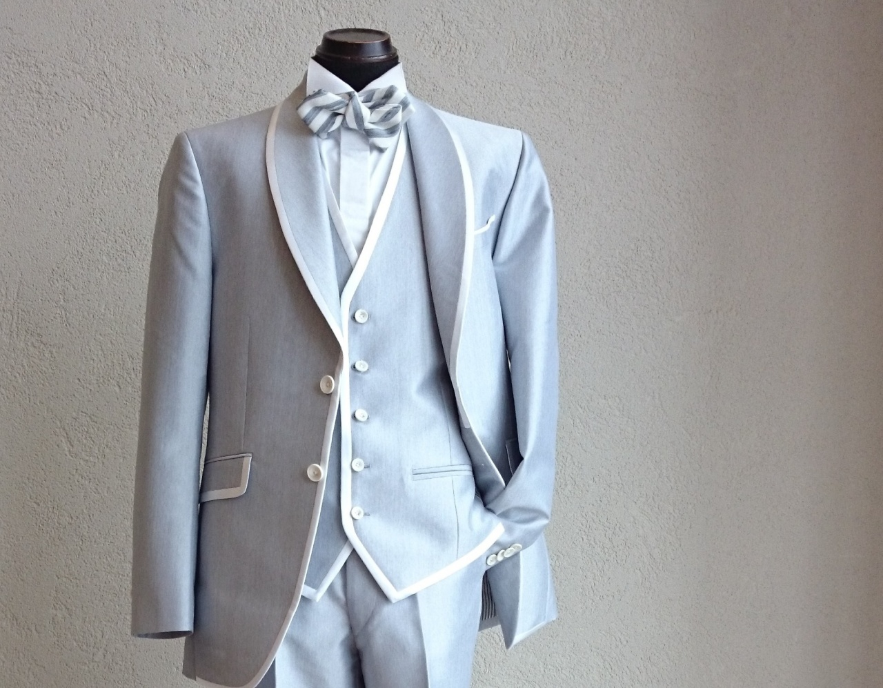花嫁も必見!注目カラーはグレー、オシャレ上級者になれる新作タキシード