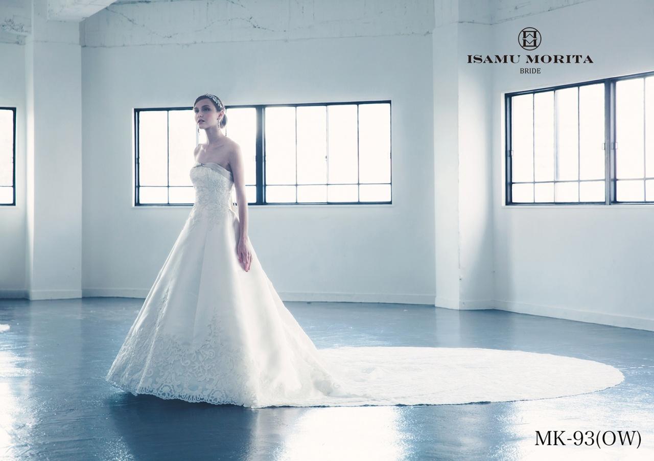 無敵のシルエット!体型カバーが嬉しい王道のAラインドレスその魅力とは?