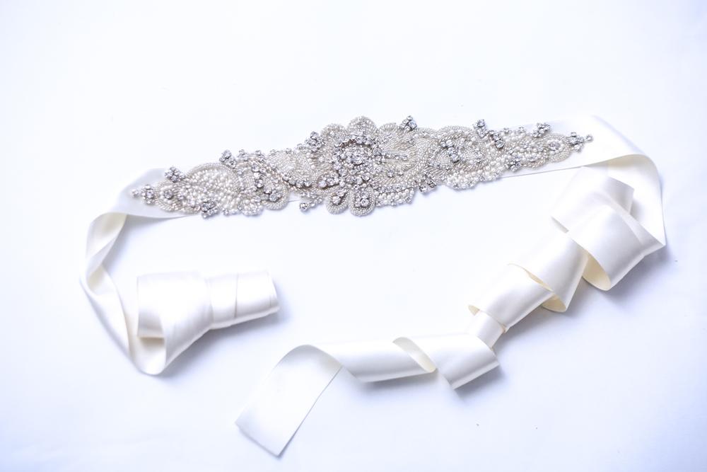 ドレスが決まったプレ花嫁様必見!なりたいイメージに合わせてヘッドアクセサリーを選ぼう♪