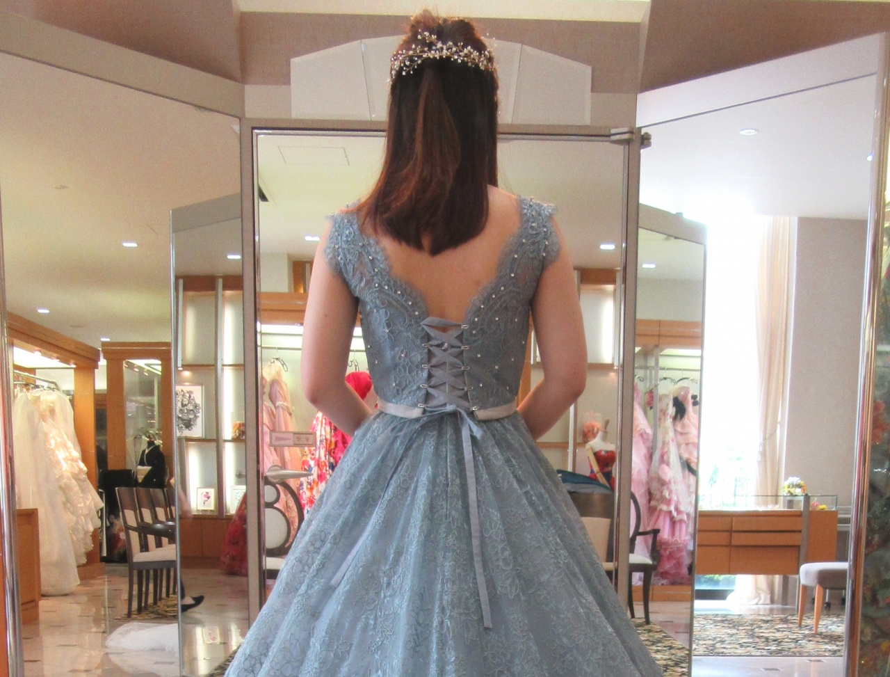 NEW♥ 上品なレースがヴィンテージ感あふれるカラードレス