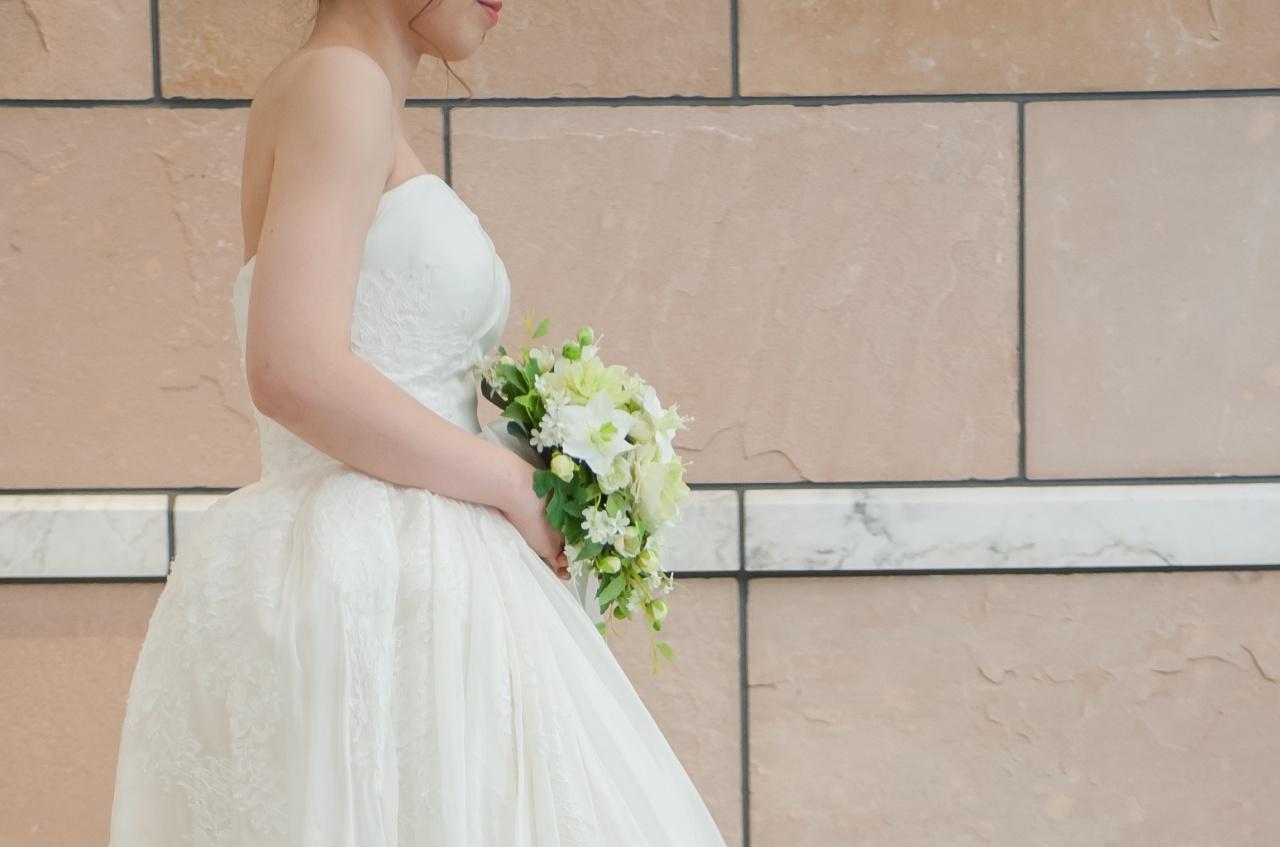 ドレス ブーケ ホワイト ウェディング 花嫁 プレ花 プレ花嫁 歩き方 洋装 キレイな