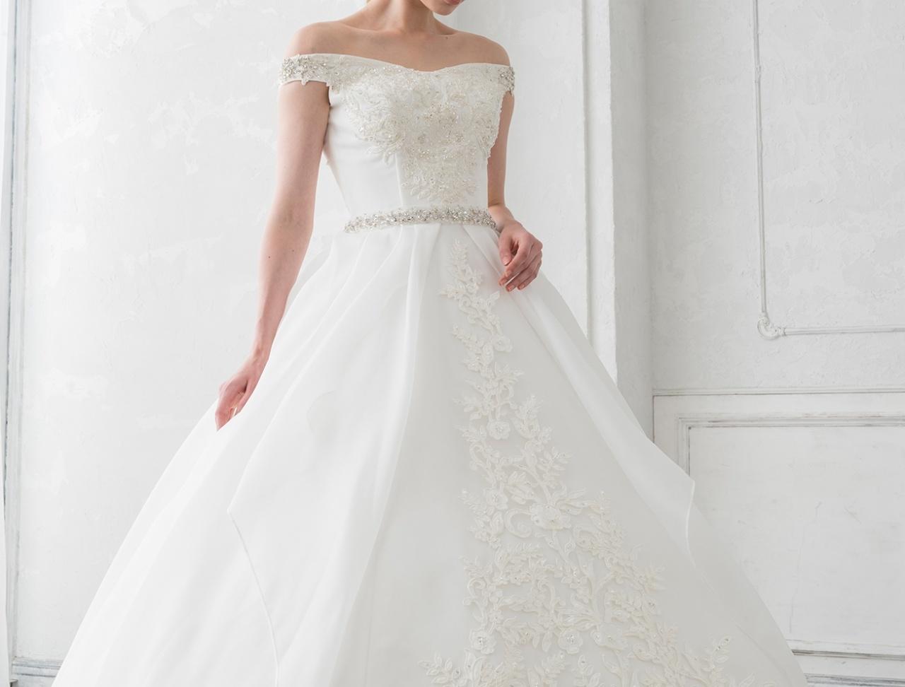NEW♡チャペルで着たい!ビジューとオフショルダーが上品な正統派ウェディングドレス