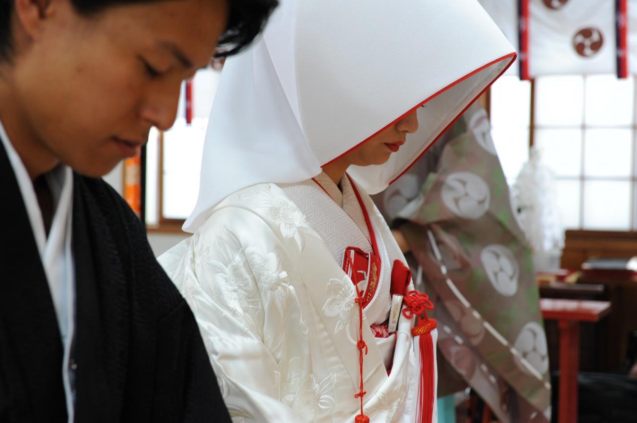 和装と洋装で実はちがう…結婚式前に綺麗なおじぎの方法を覚えませんか。