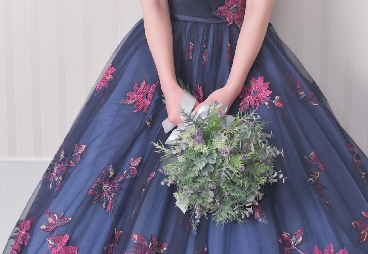 ボタニカルブーケ 白 グリーン 大 ボリューム クラッチ 鶴岡 ビアンベール鶴岡 ウェディングブーケ ナチュラル 植物 ドレス