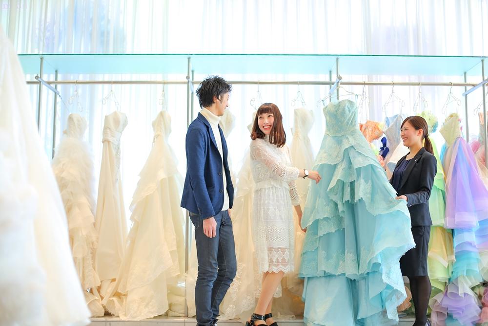 【ドレス迷子さん必見!】自分に似合うドレスが見つかるパーソナルカラー診断!